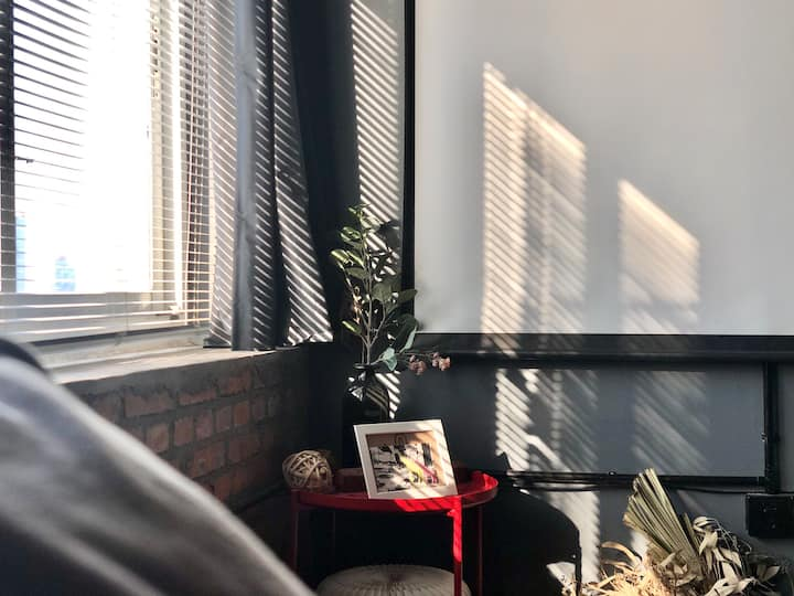 『千翻』解放碑 Loft 复古 卫生消毒/投影投屏/空气净化/咖啡机/净水/ 电梯私宅