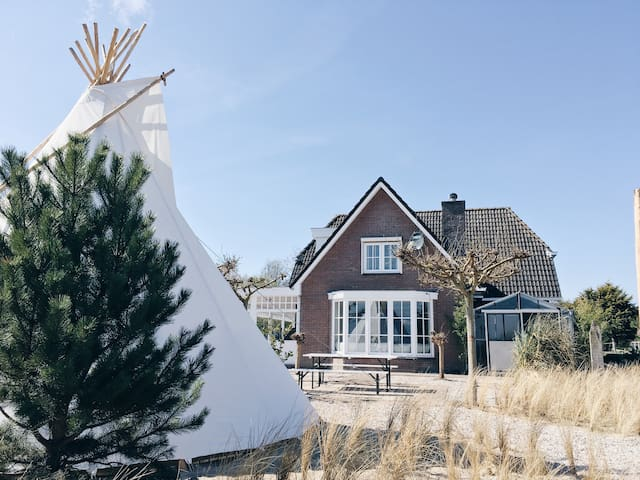 Cosy 12p Villa close to beach and Amsterdam