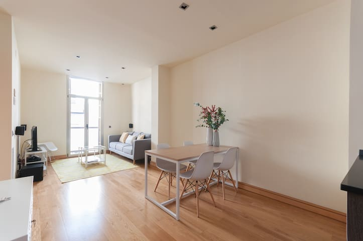 With pool in Malasaña. One bedroom apartment