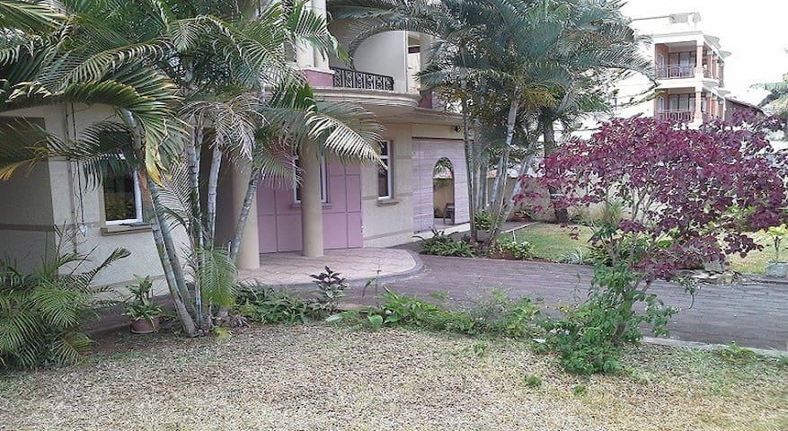 Studio Pink Pigeon. Mon Choisy Mauritius