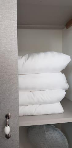 침실3 (옷장에 한실이불 셋팅)