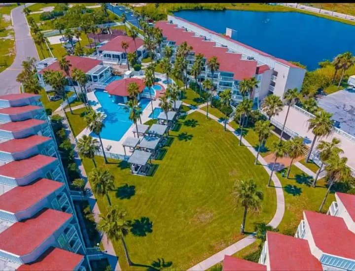 Steps from beach! Room to Play! Gulf Point Condos