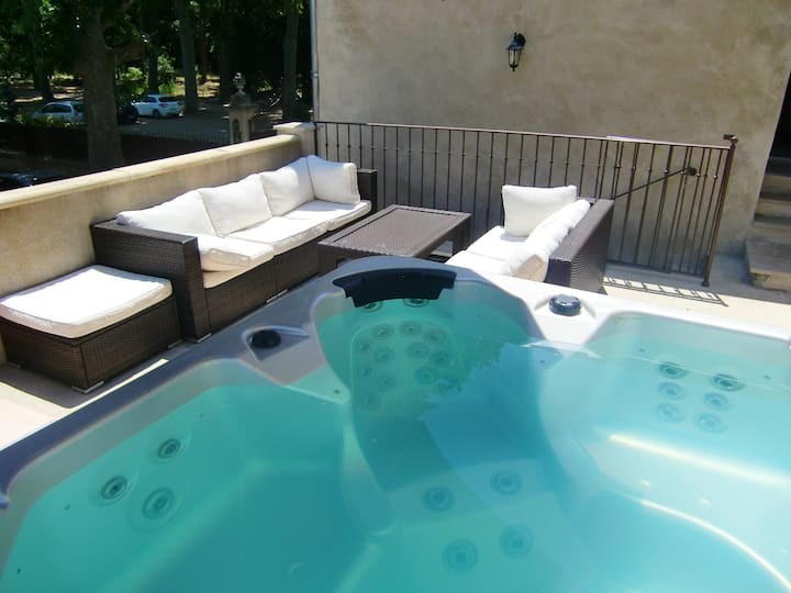 Petit Rieutort apartment with a jacuzzi