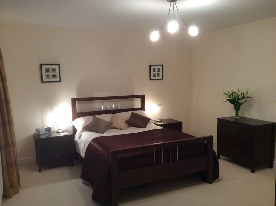 Large bedroom, with feather pillows if you want?