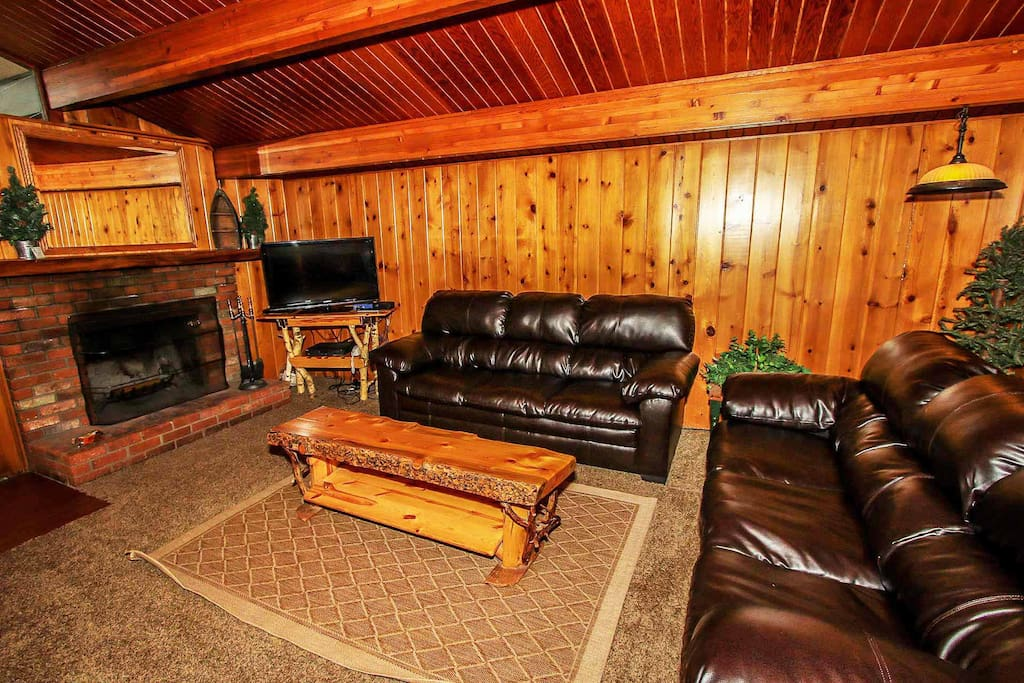 Leather Couches, TV/DVD Player & Fireplace For Your Enjoyment