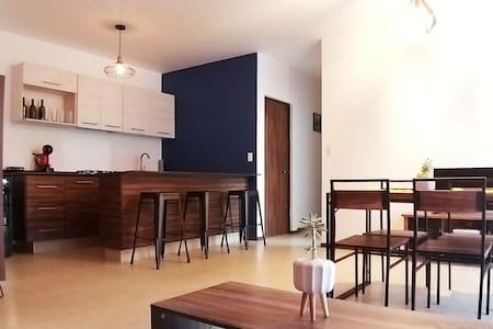 Moderno y cómodo departamento en condominio.