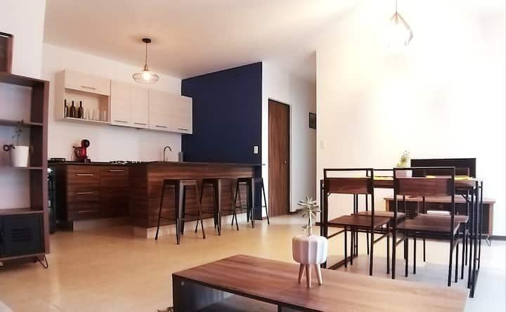 Depa moderno en condominio; agradable y cómodo.