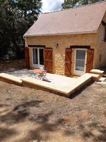 Maison en pierre entre Sarlat et Rocamadour
