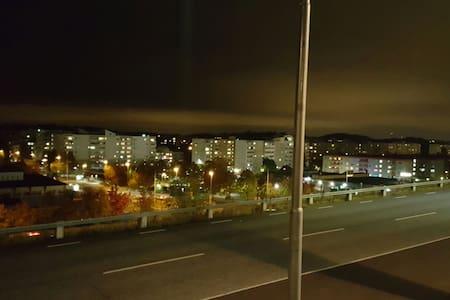 Nära Tbana och buss - Botkyrka - Apartmen