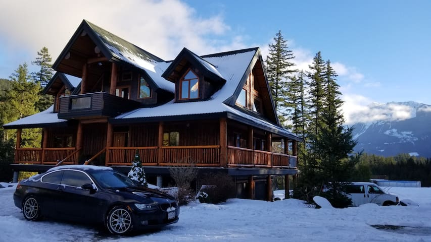 Secluded ⛄Whistler⛄ Retreat on Expansive Acreage