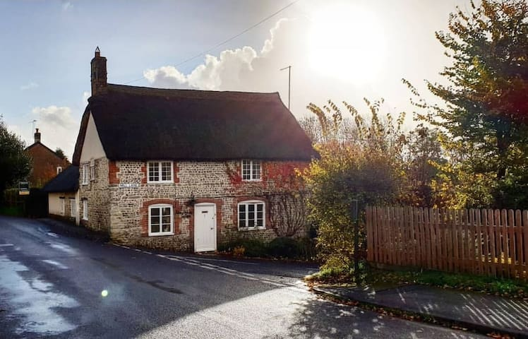 Grade 2 Listed, Thatched Cottage with Village Pub