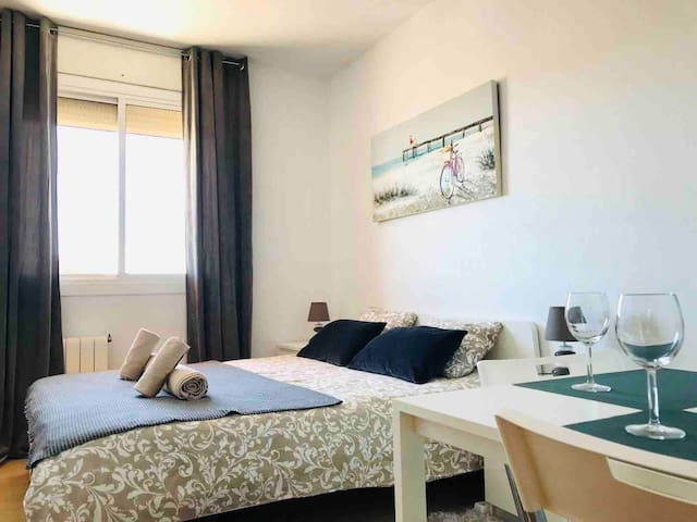 Queen Room for 2 persons in Poble Nou! Center BCN!