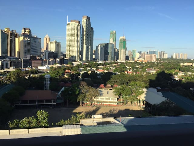 Hspeed WiFi Condo at Makati & 10 mins to Airport