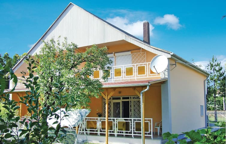 Semi-Detached with 3 bedrooms on 84 m² in Balatonmáriafürdö