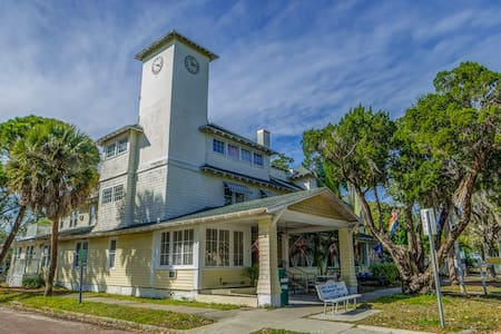 The Historic Peninsula Inn - Gulfport - Bed & Breakfast