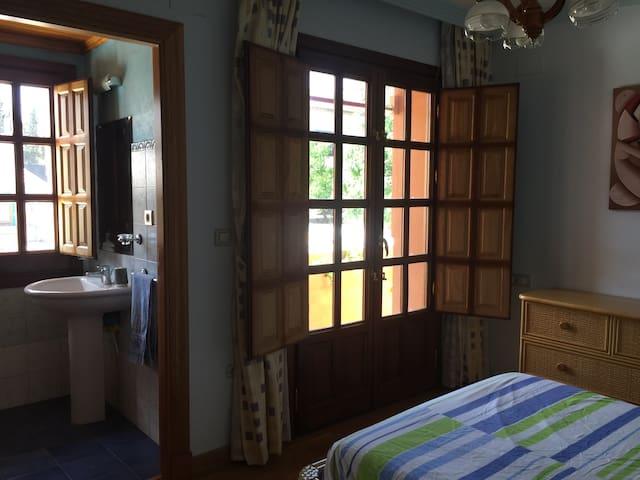 Habitación con baño, - La Zubia, GRANADA - House