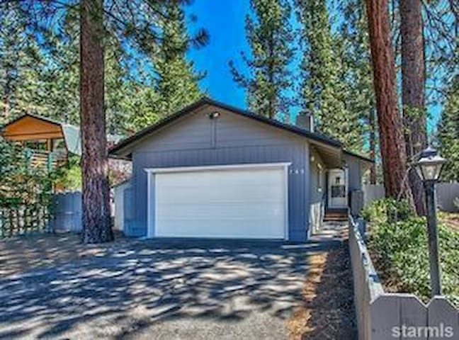 Cozy house centrally located - South Lake Tahoe - Casa