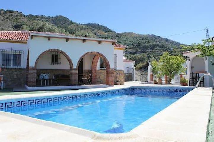 Villa En Canillas De Aceituno