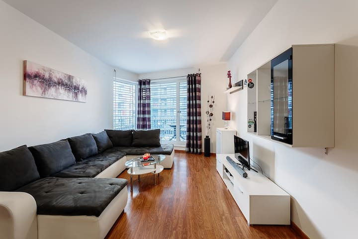 SUNNY MODERN APARTMENT WITH LARGE TERRACE WITH BBQ