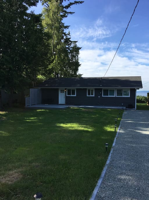 Newly renovated 3 bedroom cottage with plenty of room to park your car.