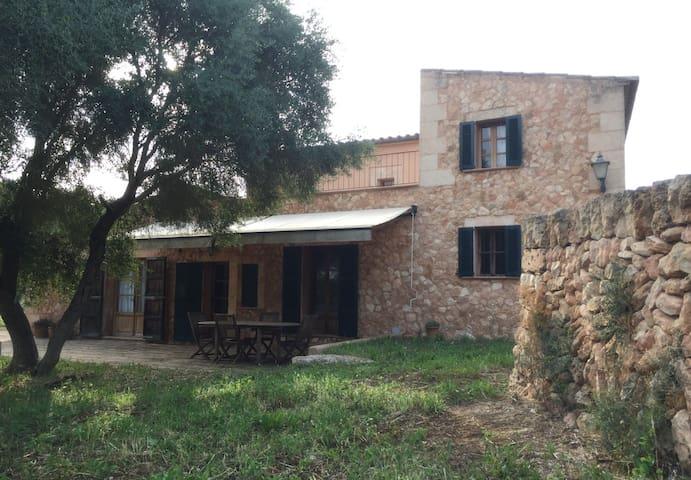 Finca rústica con piscina y jardín - Palma - House