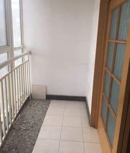 距离北京天安门广场40公里 - 河北燕郊行宫大街与燕昌路交叉口 - Apartment