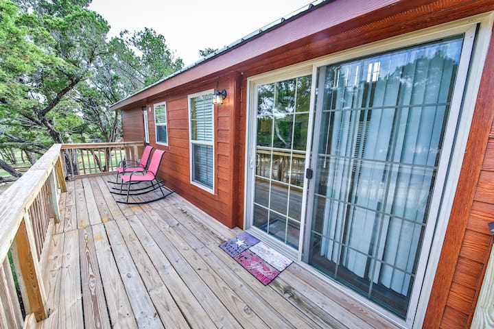 Texas Hill Country Cabin(s) with Pool Access - Austin - Chalet