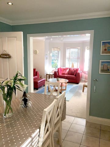 Lovely holiday home, close to beaches, sleeps 8