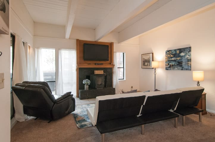 3br Across from Hyatt, walk 2 beach - Incline village - Lägenhet