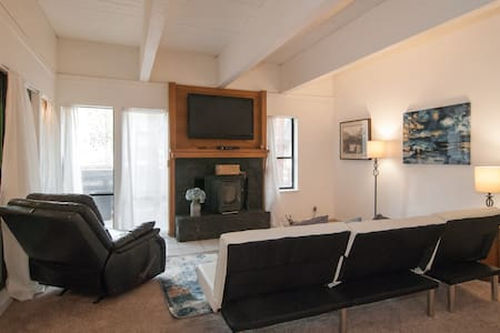 3br Across from Hyatt, walk 2 beach - Incline village