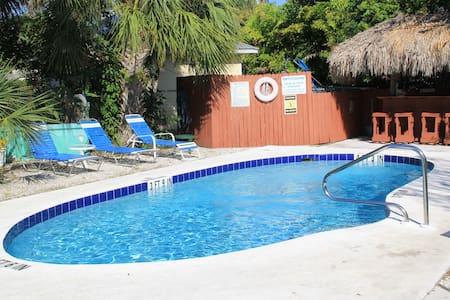 Siesta Key Beach Place - Dolphin Cottage - Siesta Key