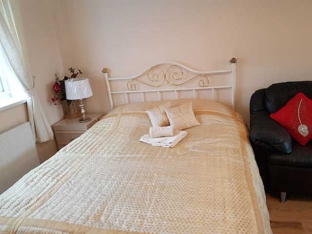 Well-presented en-suite room close to London - Harrow - Dům