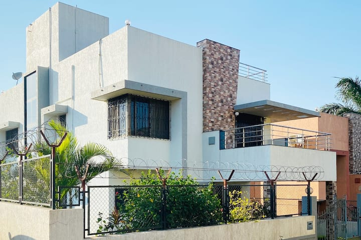 New, clean & safe villa. Best for family & groups.