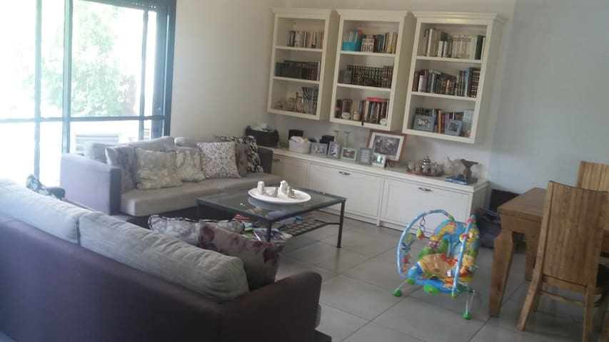 Nice vila for family 15 min from the airport