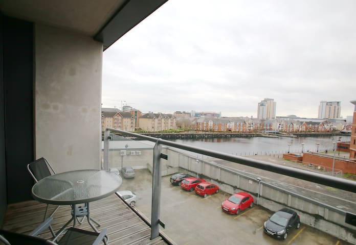 STUNNING Canal View, /w Parking, MediaCityUK - 샐포드(Salford) - 아파트