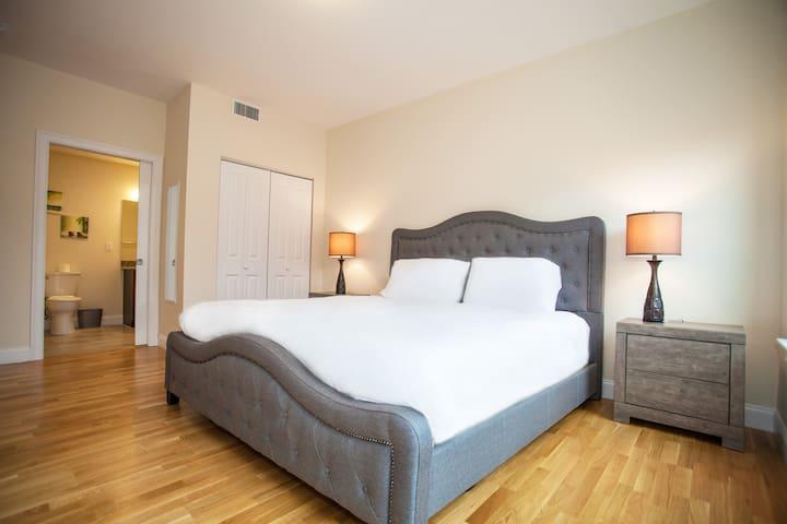 Luxe 4 bed 2 bathroom Condo ~ Back Bay & Fenway