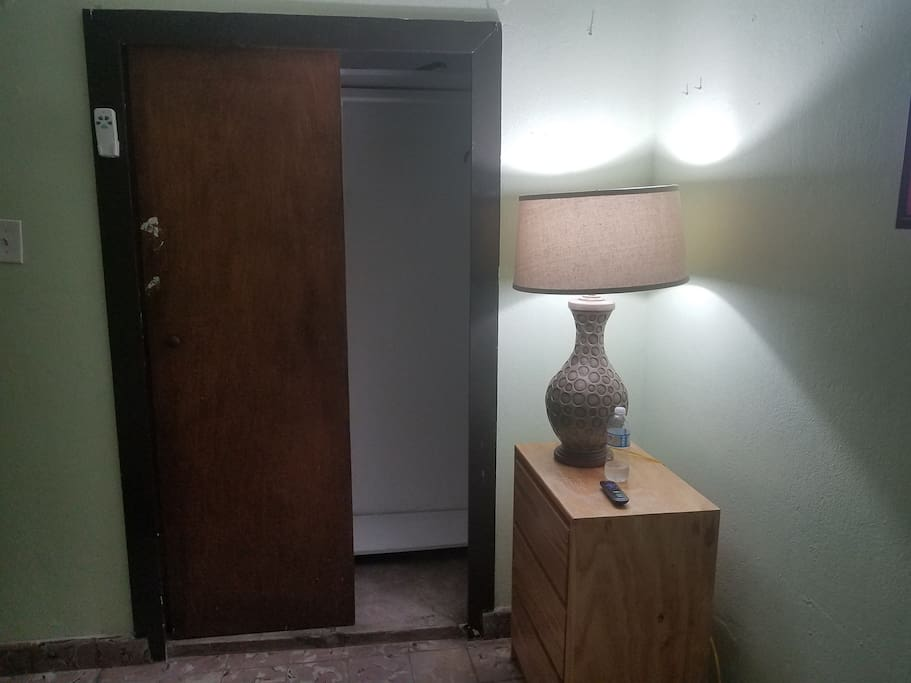 Private room with Air Conditioning, Roku TV, wi-fi. closet and windows to the street.