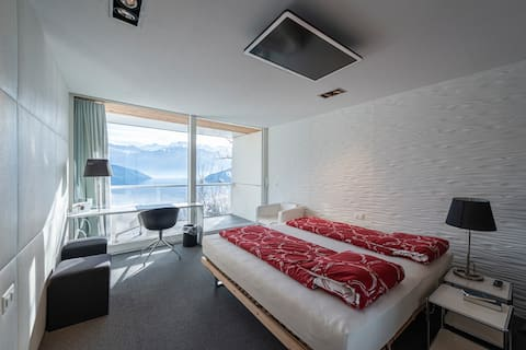 the room of wave with a greath view to the lake