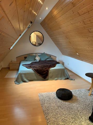Schlafzimmer, oben