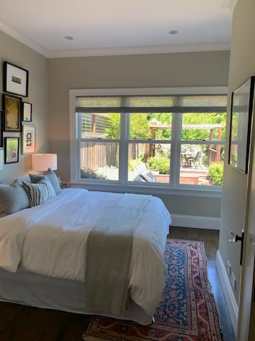 Beautiful private bedroom and bath in Noe Valley