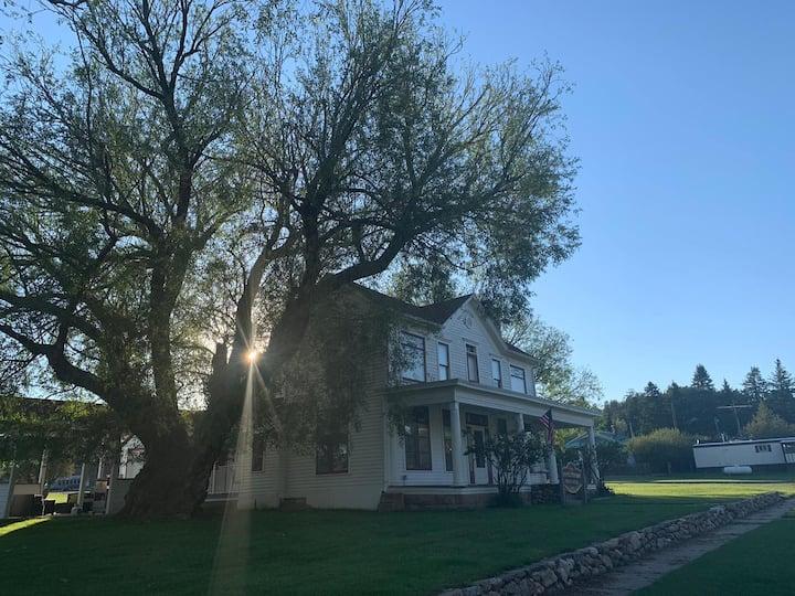 Historic 1887 Bank House Manor