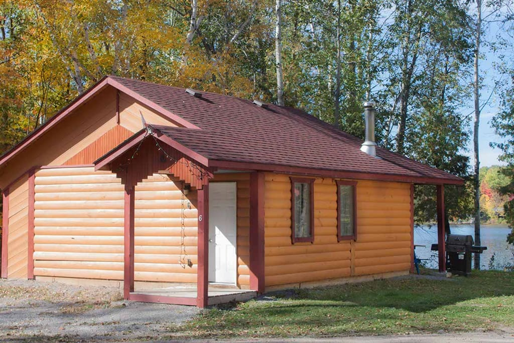Goldenville cottage 5 1 bdr pet free cabins for for Air canada pet in cabin