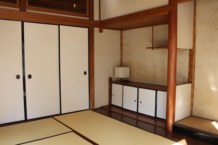 原爆ドーム近く 伝統的な日本の木造住宅