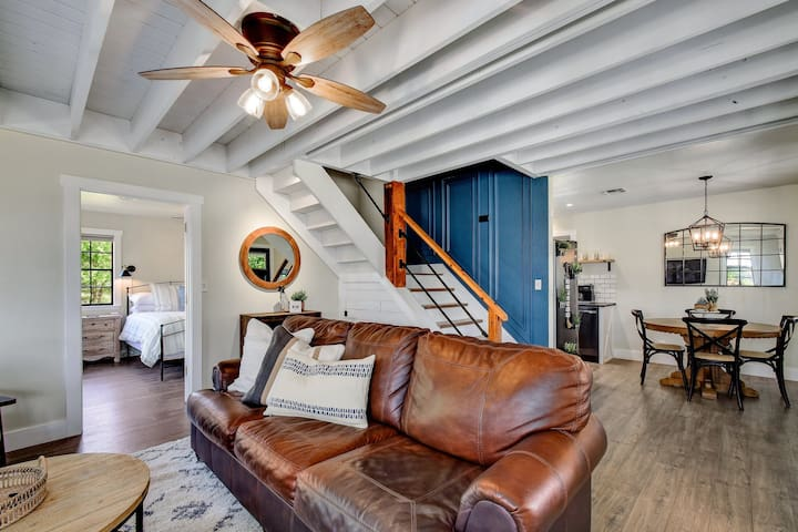 Beautiful living room with Leather couch offering a Queen sleeper for additional guests.