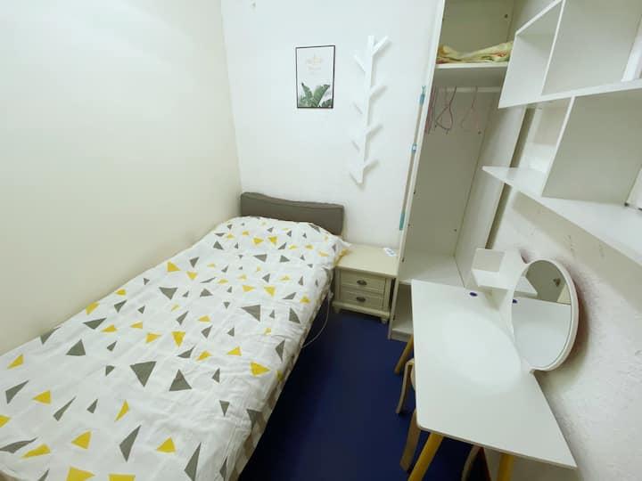 九龙山地铁旁清新女生公寓单间,长租优惠