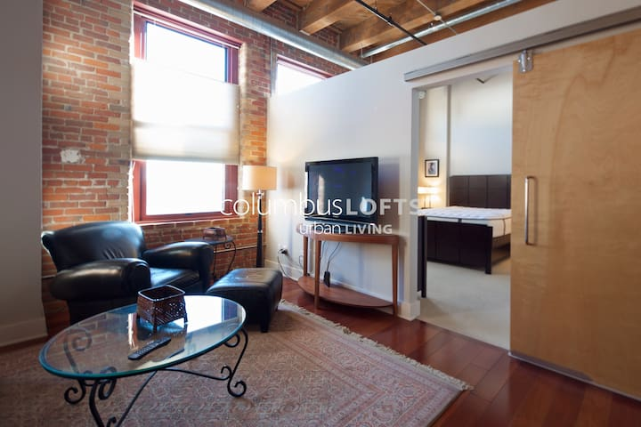 The Cozy Historic Brick Loft—DOWNTOWN/RIVER SOUTH