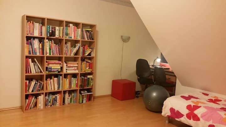 Großes Zimmer im Einfamilienhaus in perfekter Lage