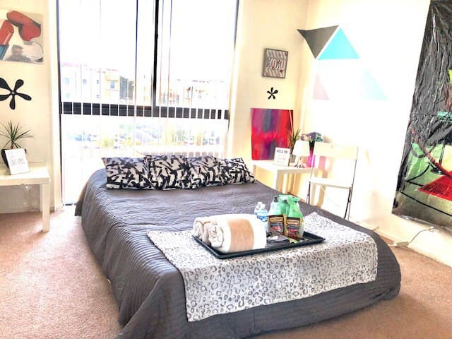 Super 1BR/1BA next to UNLV+Strip+ConventionCenter!
