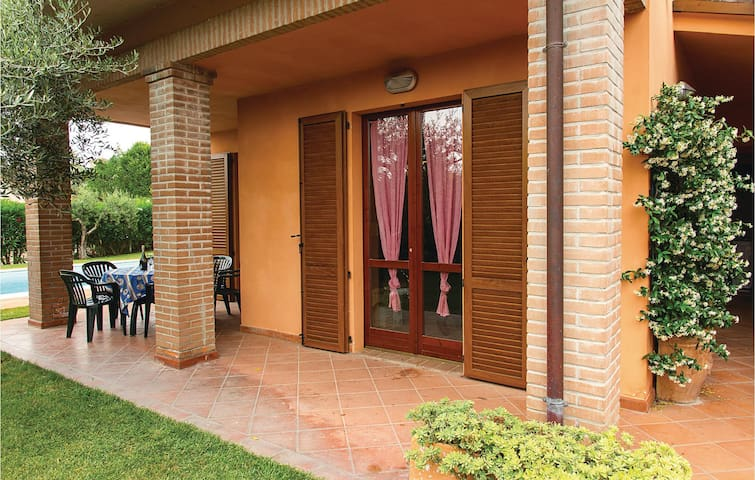 Holiday cottage with 4 bedrooms on 100m² in San Feliciano Sul T.PG