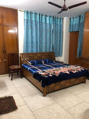 Ivy House (king bed, wifi, metro 5min, 4 Guests)